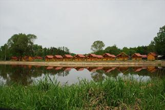 chaty v kempu drachov, jižní čechy kemp