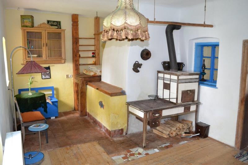 Ubytování ve dvoře - pokoj pro dva, kachlová kamna