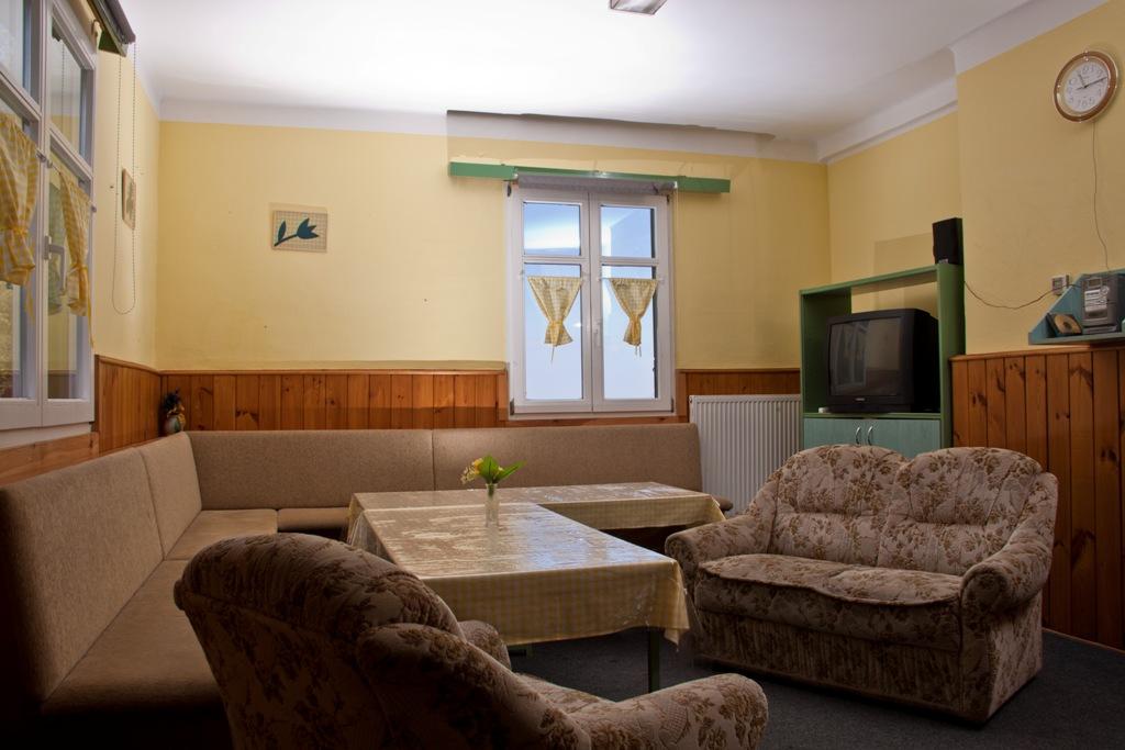 společenská místnost chaty Šumava