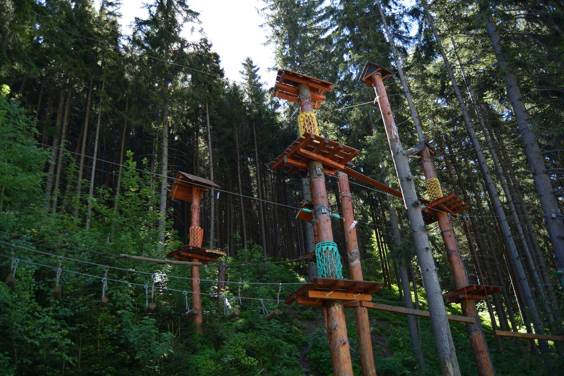 Lanový park v korunách stromů