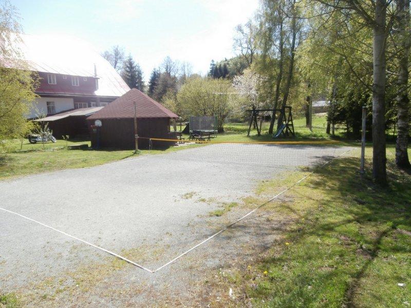 Sportovní a dětské hřiště u chaty Sedloňov