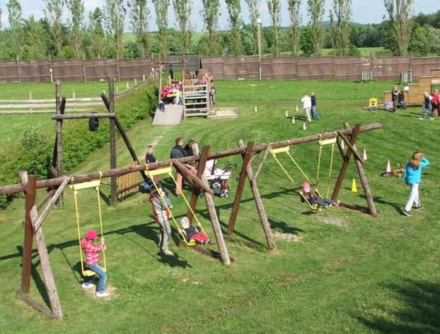 Dětské hřiště v kempu Liščí farma