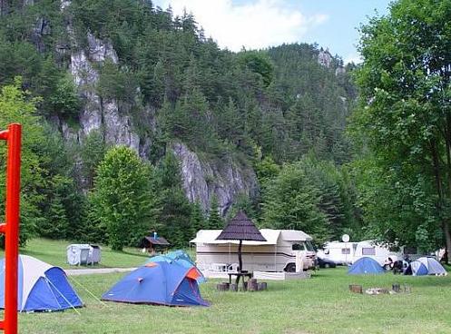 Stanováné a karavany v kempu Slnečné skaly