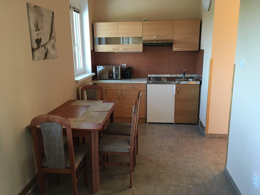 Kuchyň apartmán 2 Hnačov