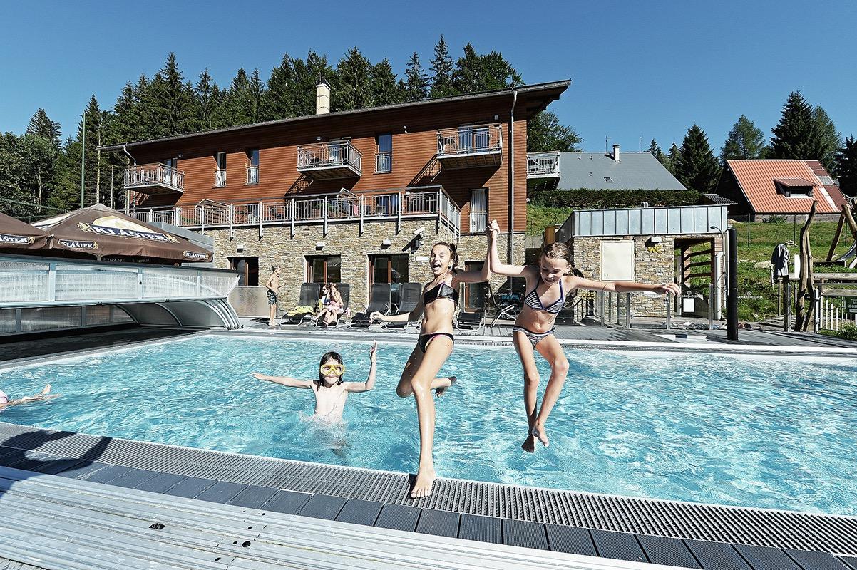 Bazén v areálu penzionu Dolní Morava