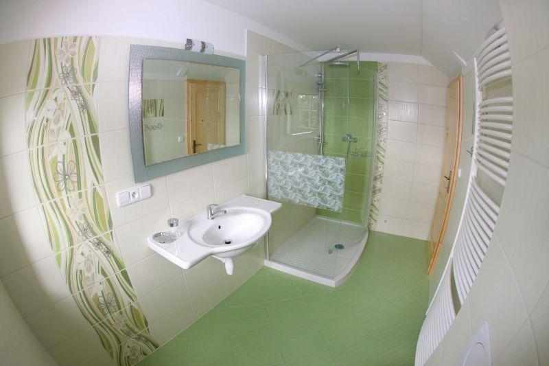Bad mit WC Vierbettzimmer