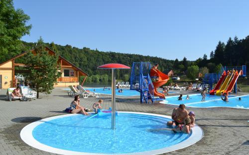 Bazény v kempu Bítov