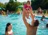 Rodinka v bazéne