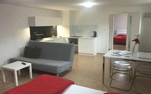 Red Travel Apartment - Dvůr Králové nad Labem