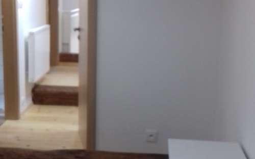 Pokoj Markéta a Linda - Podkrovní prostor s dvoulůžkovou ložnicí, třílůžkovým obývákem, koupelnou a dvěma toaletami