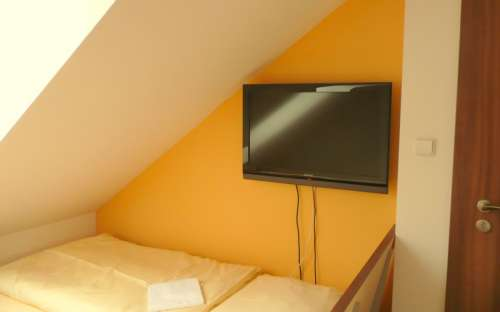 Pokoj č. 4 - LCD televizor 82 cm