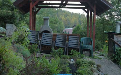 Zahrada Apartmánu Lipno s altánem u lesa
