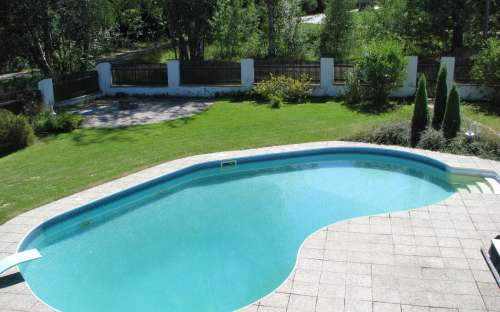 2,5 m deep pool for summer fun