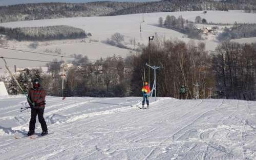 lyžařská sjezdovka 100 m od chalupy