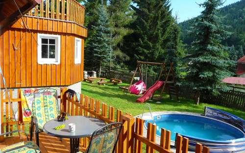 Chalupa s bazénem k pronájmu v Harrachově, Krkonoších
