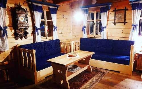 Domek Pomněnka - Część wypoczynkowa z sofą