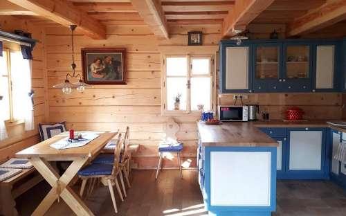 ChalupaPomněnka-キッチンとダイニングエリア