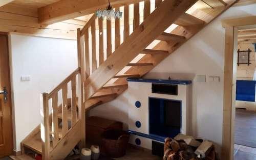 コテージPomněnka-寝室への快適な階段