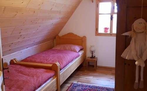 コテージPomněnka-赤い小さなベッドルーム