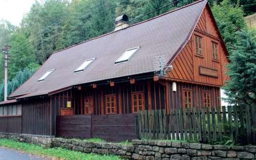 Houten huisje in het IJzergebergte, Kamenice Valley Tanvald