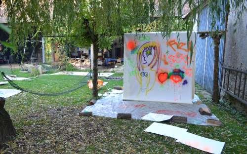 Chalupa U Kamenného stolu - Tvorba dětí na plátno