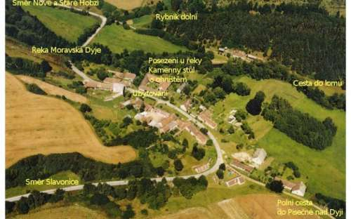 Letecký pohled na chalupu, Dolní Rybník a řeku Moravská Dyje