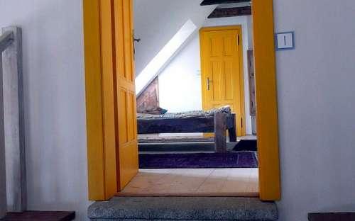 Velký apartmán - vchod z galerie do žlutýho pokoje