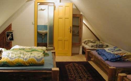 Velký apartmán - žlutý pokoj s koupelnou pět lůžek
