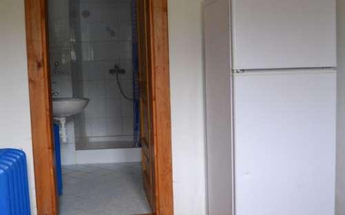 Malý apartmán - chodba s koupelnou a toaletou