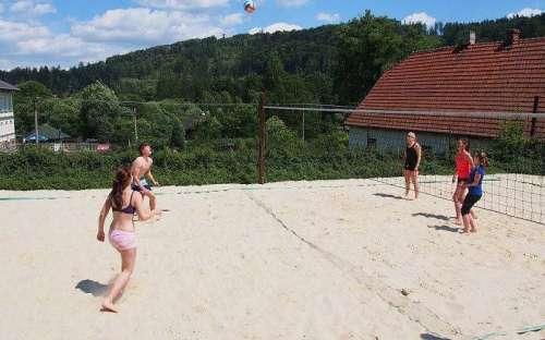 Hřištĕ na beach volejbal