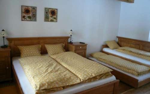 Žlutý pokoj s přistýlkou