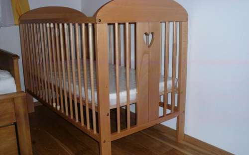 baby cot - yellow room