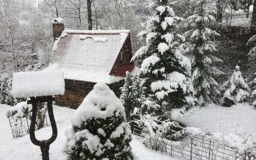Zahradní grilovací chatka v zimě