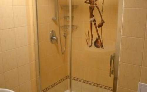 Small bathroom with large double-shower corner 120cm
