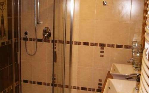 Shower cabin in the bathroom with whirlpool (90 cm)