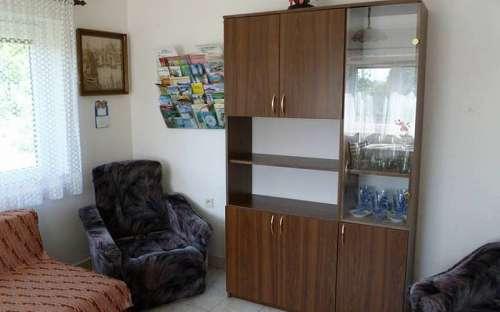 Obývací popkoj - box s proskekty a mapami