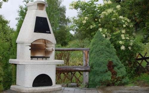 Zewnętrzny kominek w domku