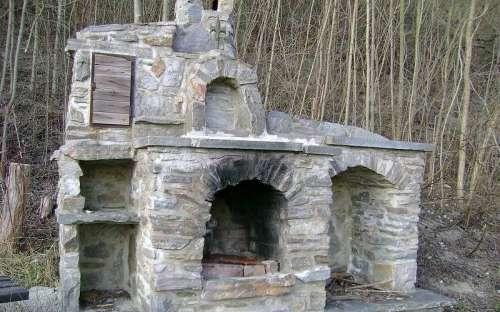 宿泊施設コテージオラシス-コテージのそばの屋外暖炉