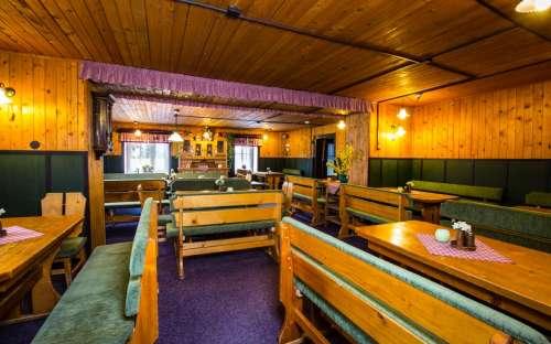 Restaurace na chatě s terasou