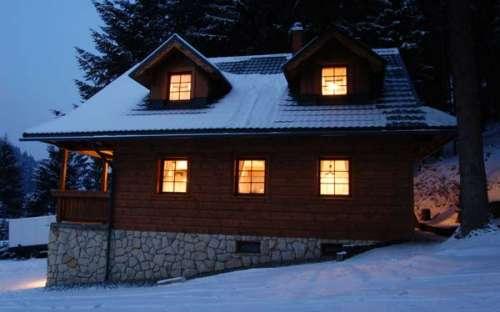 Huisje in de winter Horní Lomná