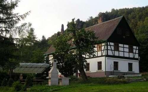 Chata pod Starou pekárnou, obec Ostrov Tisá, Ústecký kraj