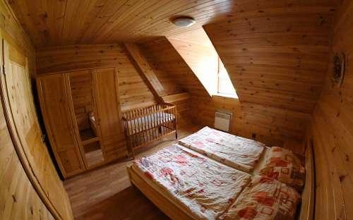 Pokój z łóżeczkiem dziecięcym