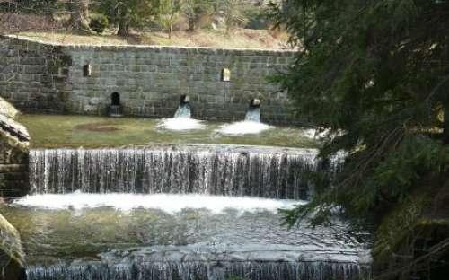 Ostravice River - op stuwen