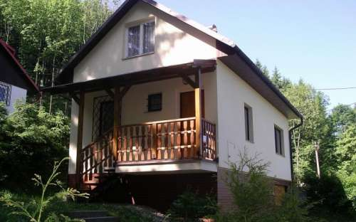 Huisje naast het bos met het hele jaar door bereik, Moravië-Silezië