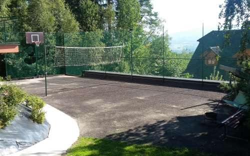 Sportovní hřiště u chaty