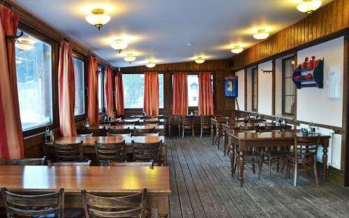 Restauracja samoobsługowa dla gości 75