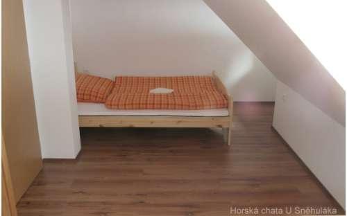 Orange Room (Max 3 People)