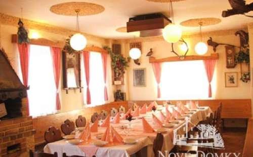 Restaurace naproti v penzionu