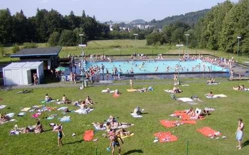 Chatky a kemp Zlaté Hory - bazén, koupání