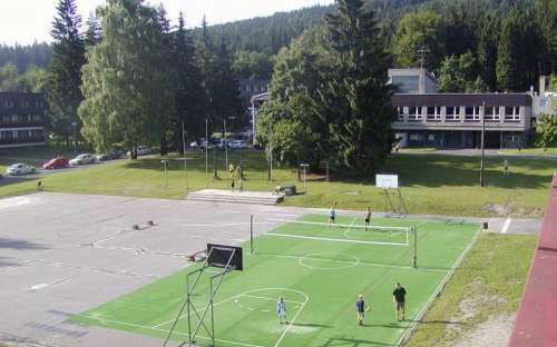 Chatky a kemp Zlaté Hory hřiště, sportování